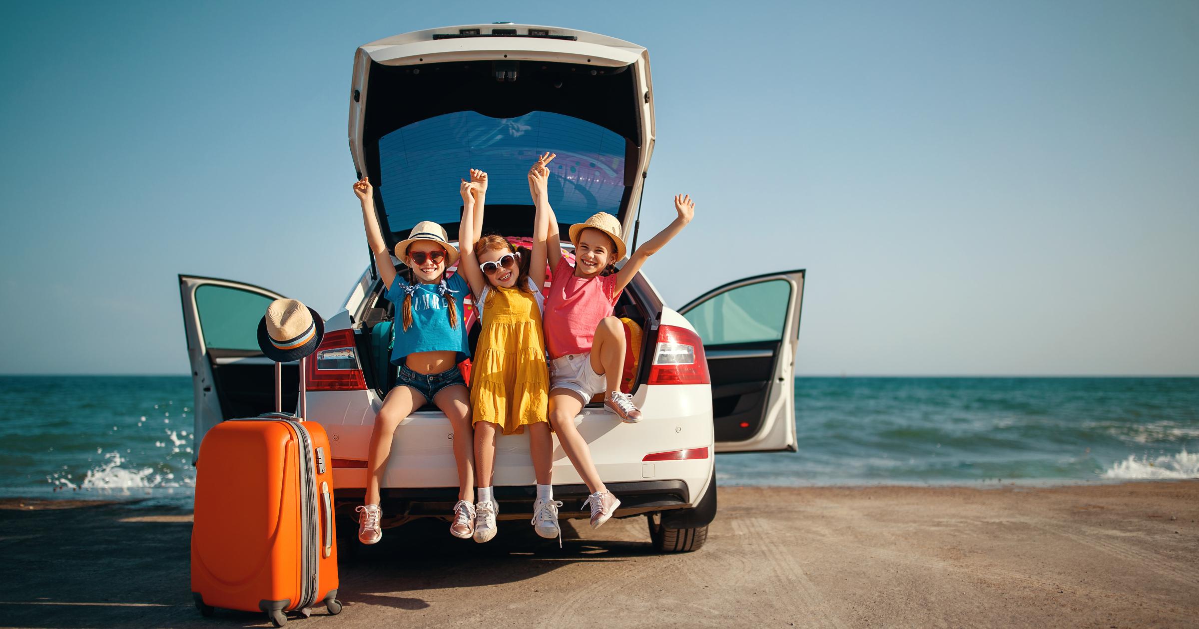 Faça-se à estrada em segurança para umas férias em família